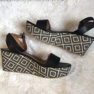 81e57ca4ecca7 Women s Nordstrom Platform Shoes on Poshmark